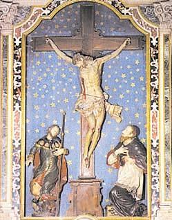L'altare del crocefisso nella parrocchiale di Santa Maria Assunta.