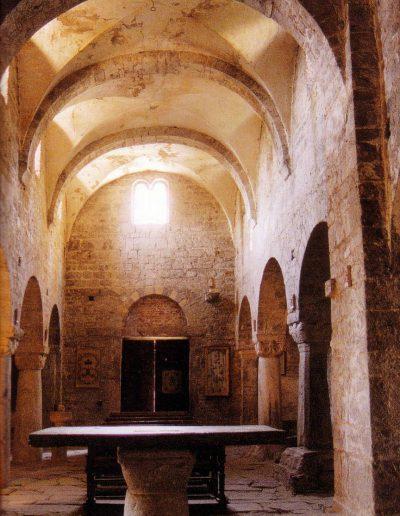 Vista interna della navata centrale